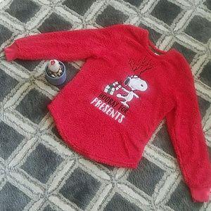 NWOT (Peanuts) Snoopy Fluffy Christmas Pajama Top